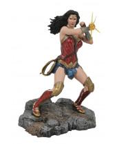 DC Comic Gallery PVC Diorama Wonder Woman Bracelets (Justice League Movie) 23 cm